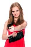 Schönes Mädchen zielt eine Gewehr Lizenzfreie Stockbilder