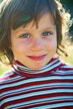 Schönes Mädchenlächeln lizenzfreies stockbild