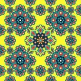 Schönes Mandalamuster mit der islamischen geometrischen Blume nahtlos auf gelbem Farbhintergrund vektor abbildung