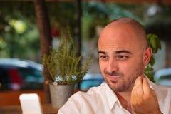 Schönes Mann-Handzeichen am Telefon Stockfotos