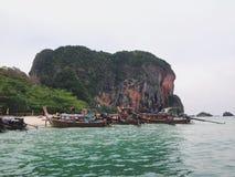 Schönes Meer und Berg stockfotos