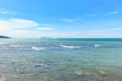 Schönes Meer und perfekter Himmel Lizenzfreie Stockbilder