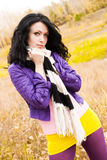 Schönes melancholic Mädchen im Park stockfotos