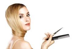 Schönes Modell, das ihr perfektes blondes gerades Haar zeigt Lizenzfreie Stockfotos
