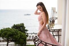 Schönes Modell des jungen Mädchens lizenzfreie stockfotos