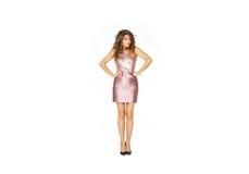 Schönes Modell im rosa Kleid stockfotografie