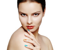 Schönes Modell mit Modemake-up Sexy Frau des Nahaufnahmeporträts mit Zauberlipglossmake-up und hellen Lidschatten Lizenzfreie Stockfotos