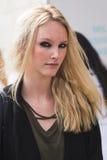 Schönes Modell während Milan Fashion Weeks Stockbilder