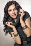 Schönes modisches warmes gemütliches des jungen Mädchens Lizenzfreies Stockbild