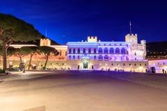 Schönes Nachtgebäude von Prinz ` s Palast in Monaco-ville stockfoto
