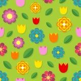 Schönes nahtloses Muster von bunten Blumen - Tulpen, Kamille, Gänseblümchen und Blätter Stockfotografie