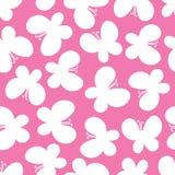 Schönes nahtloses Muster von Schmetterlingen auf dem rosa Hintergrund Lizenzfreie Stockfotos