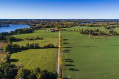 Schönes Natur- und Landschaftsfoto des bunten Herbsttages in Schweden stockfotografie