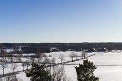 Schönes Natur- und Landschaftsfoto des klaren sonnigen Frühlingstages mit blauem Himmel in Schweden Skandinavien Europa stockfotos