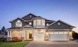 Schönes neues Haus Stockbild