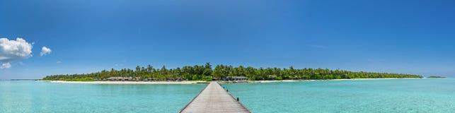 Schönes Panorama der Tropeninsel bei Malediven stockfotografie