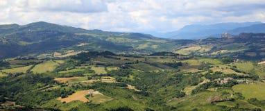 Schönes Panorama des italienischen Apennines und der Täler lizenzfreies stockbild