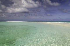 Schönes Panorama des tropischen Strandes in Malediven Lizenzfreie Stockbilder