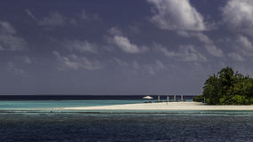 Schönes Panorama des tropischen Strandes in Malediven Lizenzfreie Stockfotografie