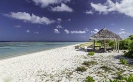 Schönes Panorama des tropischen Strandes in Malediven Stockbilder
