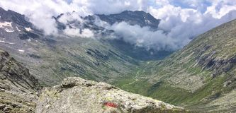 Schönes Panorama von adamello Tal im Sommer, italienische Alpen Lizenzfreies Stockbild