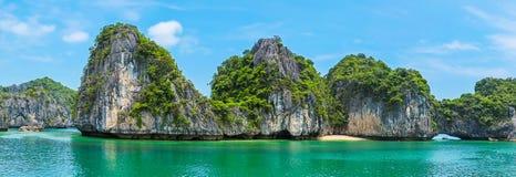 Schönes Panorama von Halong-Bucht stockbild
