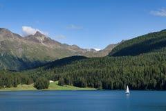 Schönes Panorama von StMoritz See in der Schweiz stockbild