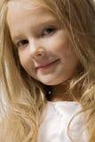 Schönes Portrait des kleinen Mädchens lizenzfreie stockbilder