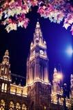 Schönes Rathaus-Gebäude in Wien stockfotos