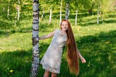 Schönes red-haired Mädchen Lizenzfreie Stockfotos