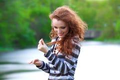 Schönes Redheadmädchen lizenzfreies stockfoto