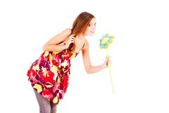Schönes reizend junges Mädchen mit Blume stockbilder