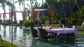 Schönes Restaurant auf dem Strand Ein romantischer Platz für Liebhaber Sonnenuntergang Stockfotografie