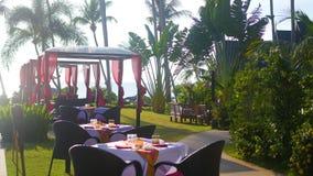 Schönes Restaurant auf dem Strand Ein romantischer Platz für Liebhaber Sonnenuntergang Stockbilder