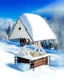 Schönes romantisches im altem Stil gut mit hölzerner Dach- und Herzformverzierung Bewirken Sie seitlichen 50mm Nikkor Stockfotos