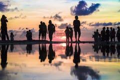 Schönes Schattenbild von Fotografen und von touristischem Fotografieren stockfotografie
