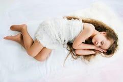 Schönes schlafendes Mädchen Lizenzfreies Stockfoto