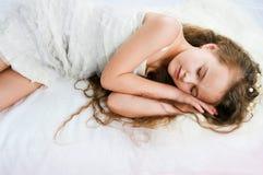 Schönes schlafendes Mädchen Lizenzfreie Stockbilder