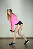 Schönes schlankes junges Mädchen stockfoto