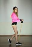 Schönes schlankes junges Mädchen lizenzfreie stockfotos