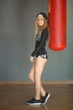 Schönes schlankes junges Mädchen Stockfotos