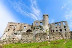 Schönes Schloss in Ogrodzieniec nahe Krakau im Frühjahr, Polen Lizenzfreies Stockfoto