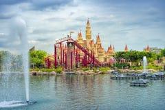 Schönes Schloss und Achterbahn Stockbilder