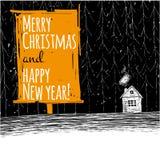 schönes schneebedecktes Weihnachtshäuschen und verzierter Tannenbaum Lizenzfreie Stockfotos