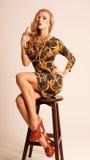 Schönes sexy blondes mit den langen Beinen Lizenzfreies Stockfoto