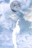Schönes silhouettiertes nacktes Frauenlob Lizenzfreie Stockfotos