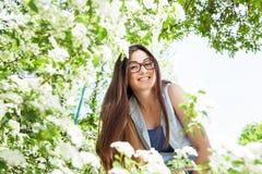 Schönes sinnliches frisches Frauen-Natur-Porträt lizenzfreie stockfotografie