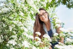 Schönes sinnliches frisches Frauen-Natur-Porträt stockfoto