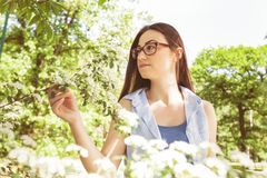 Schönes sinnliches frisches Frauen-Natur-Porträt stockfotos