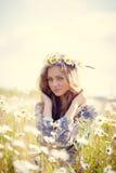Schönes Sommermädchen lizenzfreie stockfotos